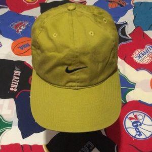 Vintage Nike Essential Strapback Hat